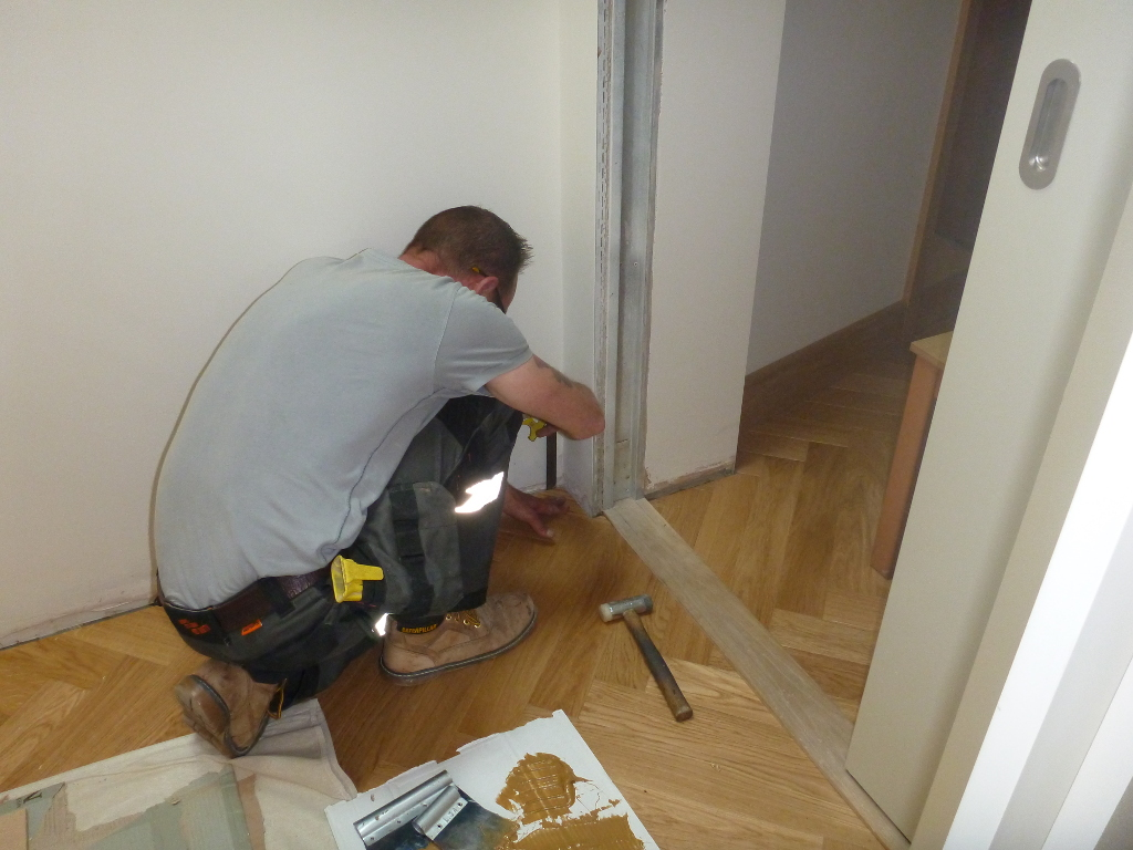 SW Emsworth – Laying parquet floor